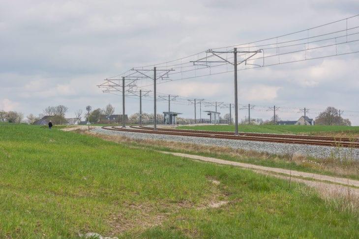 Auch das gehört zur Stadtbahn von Aarhus: Ländliche Haltestellen, die teilweise nur einzelne Häuser umsteigefrei an die Innenstadt anbinden