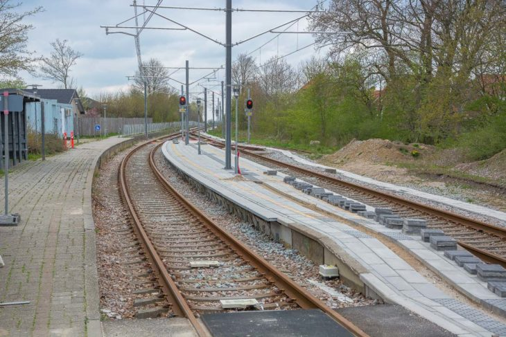 Die Stadtbahn von Aarhus nutzt auch zwei bestehende Regionalbahnstrecken mit. Dafür werden derzeit die Unterwgesbahnhöfe entsprechend umgebaut und die Strecken elektrifiziert