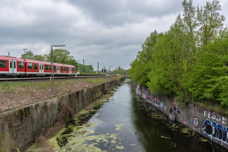 Am S-Bahnhof Diebsteich wurde das zukünftige Baufeld bereits gerodet