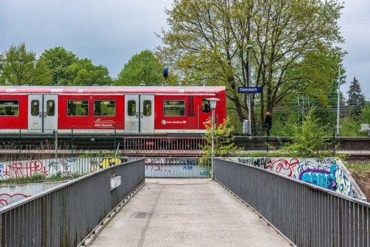 An dieser Stelle wird das neue Empfangsgebäude des Fernbahnhofs Altona stehen - mit einem breiten Fußgängertunnel unter den Gleisen zu den Bahnsteigen