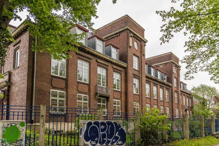 Wird dieses Gebäude bald abgerissen? Die Stadt Hamburg hat das Werksgelände von Thyssen-Kruppe, auf dem das Haus steht, im vergangenen Jahr aufgekauft. Was damit geschieht, ist noch unklar.