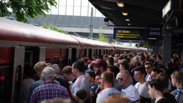 BR472, DB, HVV, Hamburg, Menschen, Menschenmenge, S-Bahn, S21, Sommer, Stellingen