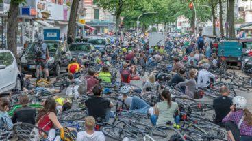 Mahnwache nach tödlichem Fahrradunfall in Hamburg-Eimsbüttel