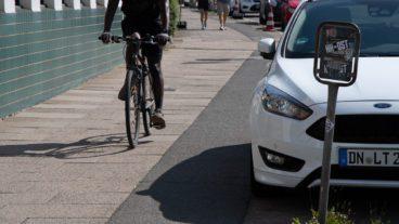 Auto, Fahrrad, Falschparker, Hamburg, Parken, Radfahrer, Radverkehr, Radweg, Sommer