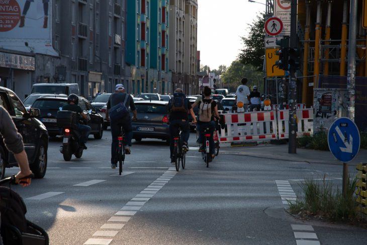 Ampel, Bauarbeiten, Baustelle, Fahrrad, Fahrradweg, Hamburg, Kreuzung, Radfahrer, Radspur, Radverkehr, Stresemannstraße, Umleitung