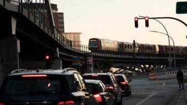 Ampel, Bahn, Baumwall, DT5, HVV, Hamburg, Hochbahn, Nahverkehr, Sommer, Sonnenuntergang, Stau, U-Bahn, U3, Umweltverbund, Viadukt, Zug, ÖPNV, Öffentlicher Nahverkehr