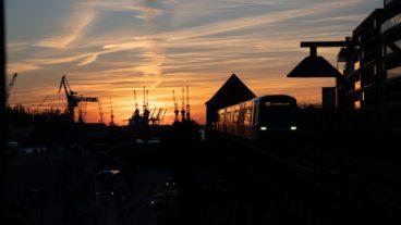 Bahn, Baumwall, DT5, Elbe, HVV, Hafen, Hamburg, Hochbahn, Landungsbrücken, Nahverkehr, Sommer, Sonnenuntergang, U-Bahn, U3, Umweltverbund, Viadukt, Zug, ÖPNV, Öffentlicher Nahverkehr