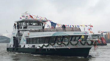 Die Hadag-Hafenfähre Kehrwieder am Tag ihrer Taufe am 9.11.2018