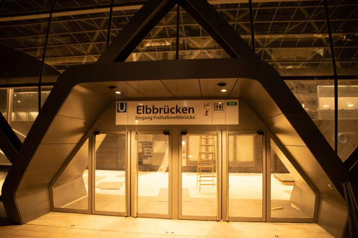 Elbbrücken, Elbe, HVV, Hafencity, Hamburg, Hochbahn, Nacht, Nachtfotografie, Nachtperspektive, U-Bahn, U4