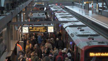 Baackenhafen, DT5, Elbbrücken, HVV, Hafen, Hafencity, Hamburg, Hochbahn, Menschen, Menschenmenge, U-Bahn, U4, Vogelperspektive, Winter