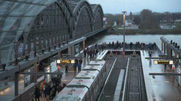 U4-Endbahnhof Elbbrücken über die Elbe