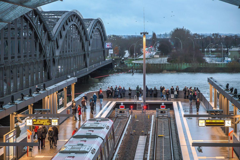 Baackenhafen, DT5, Elbbrücken, Elbe, HVV, Hafen, Hafencity, Hamburg, Hochbahn, Menschen, U-Bahn, U4, Vogelperspektive, Winter