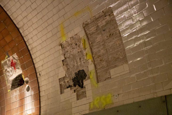 Die Schäden in der maroden Weströhre im alten Elbtunnel in Hamburg sind deutlich sichtbar