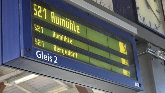 Ein Anzeiger am S-Bahnhof Rothenburgsort dokumentierte im Juni 2019 den unregelmäßigen Betrieb auf der Linie S21.