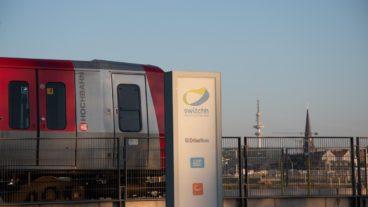 Eine Hamburger U-Bahn an einer Switchh-Station in der HafenCity