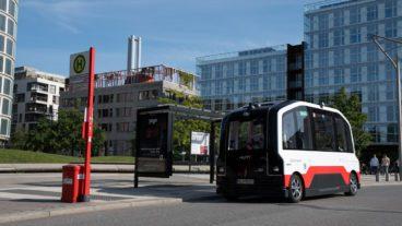 Der fahrerlose Bus in der HafenCity nimmt jetzt Fahrgäste auf ganzer Linie mit.