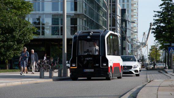 Der selbstfahrende Bus der Hochbahn in der HafenCity hat mit Problemen zu kämpfen.