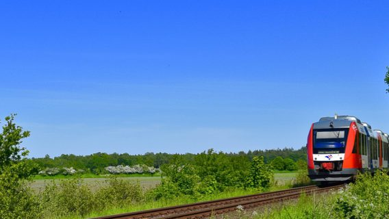 Soll zweigleisig ausgebaut werden: Die Bahnstrecke zwischen Bad Oldesloe und Neumünster (hier bei Kleinkummerfeld).