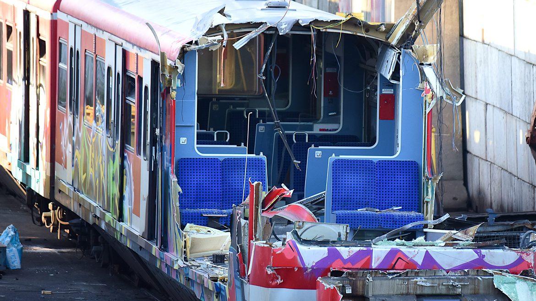 Gerupft und angeknabbert: Ein Hamburger S-Bahnzug bei der Verschrottung in Leverkusen.