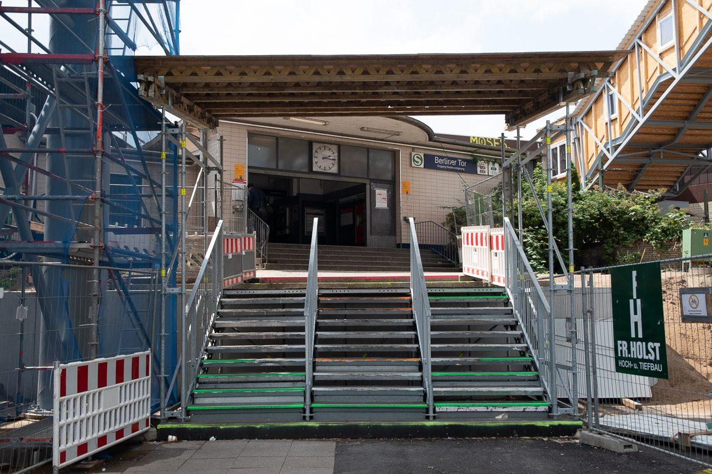 Das alte Bahnhofsgebäude am Berliner Tor soll voraussichtlich ab Mai abgerissen werden. Wie der Nachfolgebau aussehen wird, ist noch unklar.