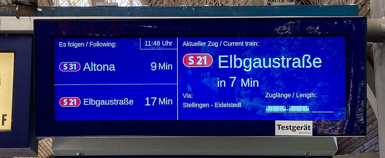 Neuer Zugzielanzeiger am S-Bahnhof Holstenstraße in Hamburg