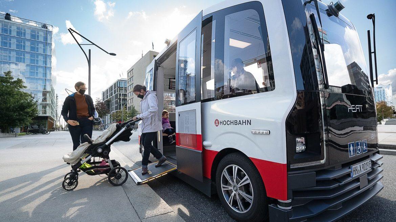 Bis Ende November dürfen Fahtgäste mit dem selbstfahrenden Bus in der HafenCity mitfahren