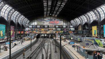 Leere Fernbahnsteige am Montagmorgen um 7:50 Uhr im Hamburger Hauptbahnhof