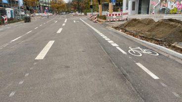Breite Autopisten und schmale Fahrradspuren: Bei diesem Straßenneubau in Ottensen scheint die Verkehrswende weit weg.