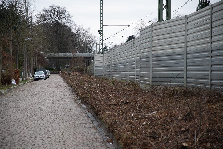 An der Seydeckreihe ist bereits ebenfalls die Böschung an der Bahnstrecke Hamburg - Lübeck freigeschnitten.