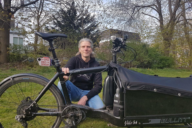 Der Hamburger Radfahrer Markus Jaschinsky hat seit Mitte Januar 2021 rund 1.500 Überhohlvorgänge mit seinem Abstandssensor gemessen.