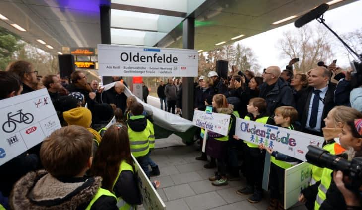 witziger Moment Eröffnungsfeier: Bürgermeister Tschentscher Plakat