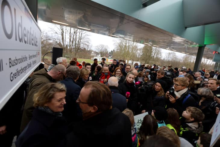 Bahnhof Oldenfelde viele Besucher