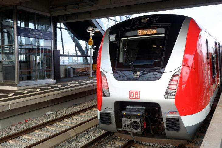 """S-Bahn, Baureihe 490, Bahnhof """"Elbbrücken"""""""