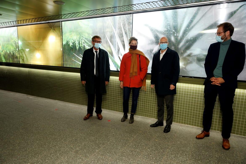 Gemeinsam mit Pofalla, Tschentscher und Tjarks präsentierte Künstlerin Nico Joana Weber ihre Installation im Tunnel zwischen CCH und Universität Hamburg.