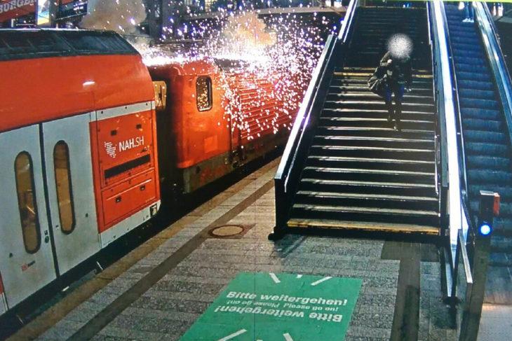Eine gerissene Oberleitung sorgte am vergangenen Samstag für einen Funkenflug im Hamburger Hauptbahnhof