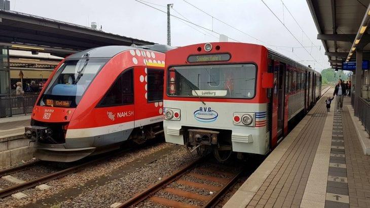 Bahn-Probebetrieb im Mai 2017 auf der alten Bahnstrecke zwischen Lüneburg und Bleckede mit einem ehemaligen AKN-Triebwagen