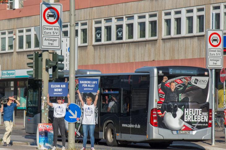 HVV-Busse dürfen trotz älterer Diesel-Motoren weiterhin uneingeschränkt durch die Verbotszonen fahren.
