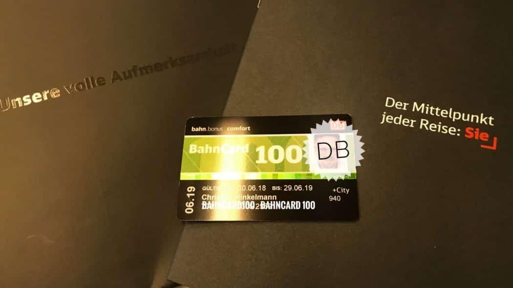 Die BahnCard 100 wird in einem schwarzen edlen Couvert geliefert