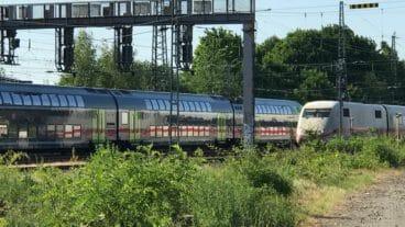 Vor dem Bahnhof Altona stauten sich am frühen Abend die Züge aus Richtung Norden.