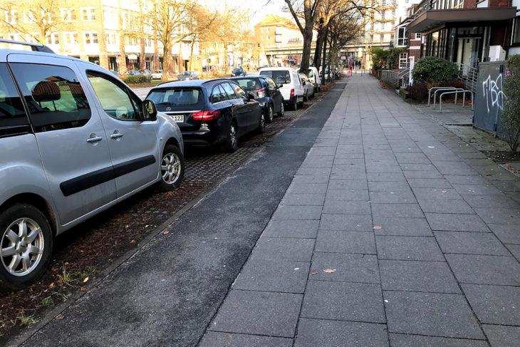 Der schmale Radweg auf der Südseite der Hudtwalckerstraße soll bestehen bleiben aber breiter werden