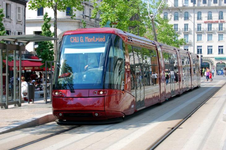 Ein Spurbus des Hersteller Translohr im französischen Clermont-Ferrand