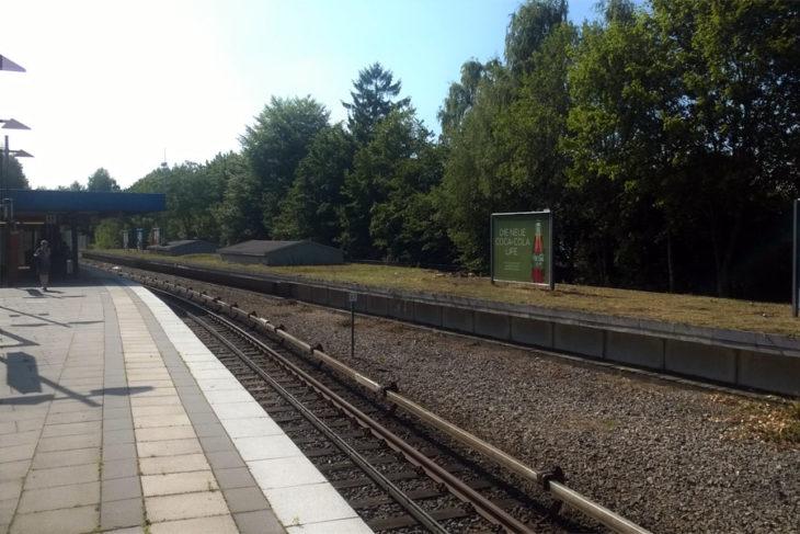 Ungenutzter Bahnsteig am U-Bahnhof Sengelmannstraße in Hamburg